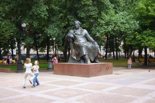 Statue of Krylov.